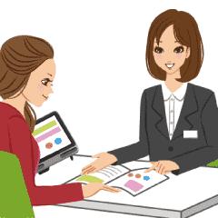 イラスト:女性が相談員と資料を見ながら話している